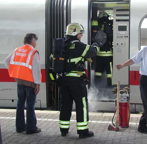 Feuerwehreinsatz in Göttingen: Aus einem Schaltschrank im Wagen 7 trat Rauch aus